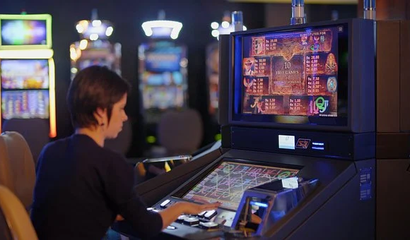 What are some of the most popular traditional slot machine games