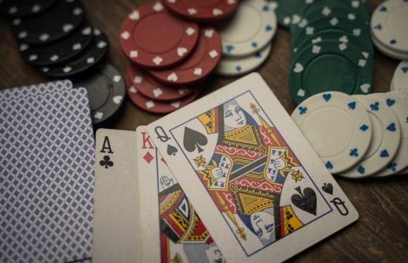 Do you know how many benefits gamblers receive from online casinos?